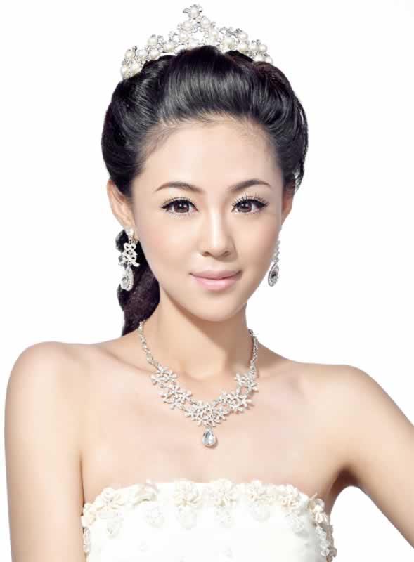 新娘发型的打造手法及风格特点,既有18种基本造型手法又有白纱系列,晚图片