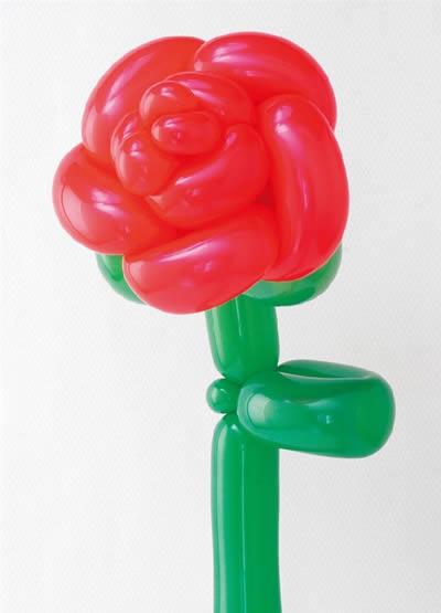 气球花朵造型教程图解_长气球简单造型图解